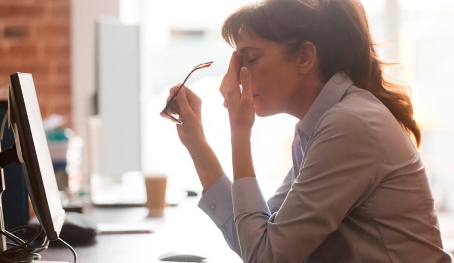 Причины сухого глаза при длительном использовании компьютера